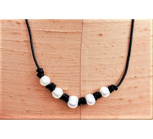 5 Pearls Leather Necklace - Black (LN-906031)